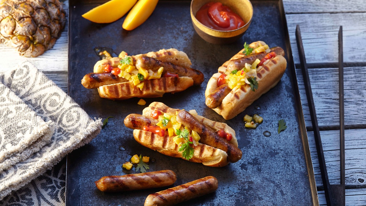 Veganer Grill Hot Dog nach karibischer Art